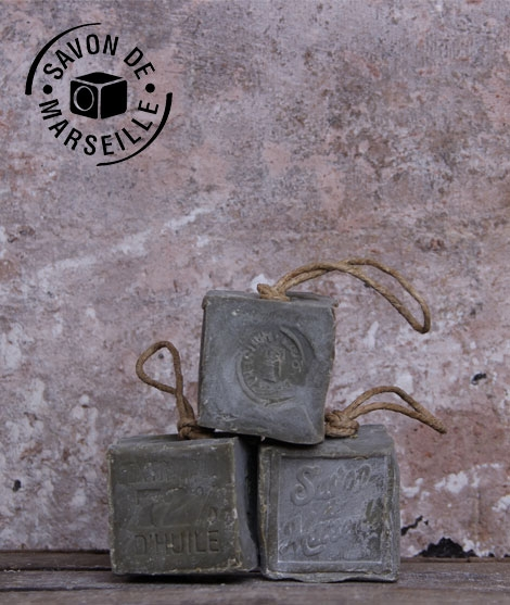 Cube Cordé De Marseille À L'huile D'olive